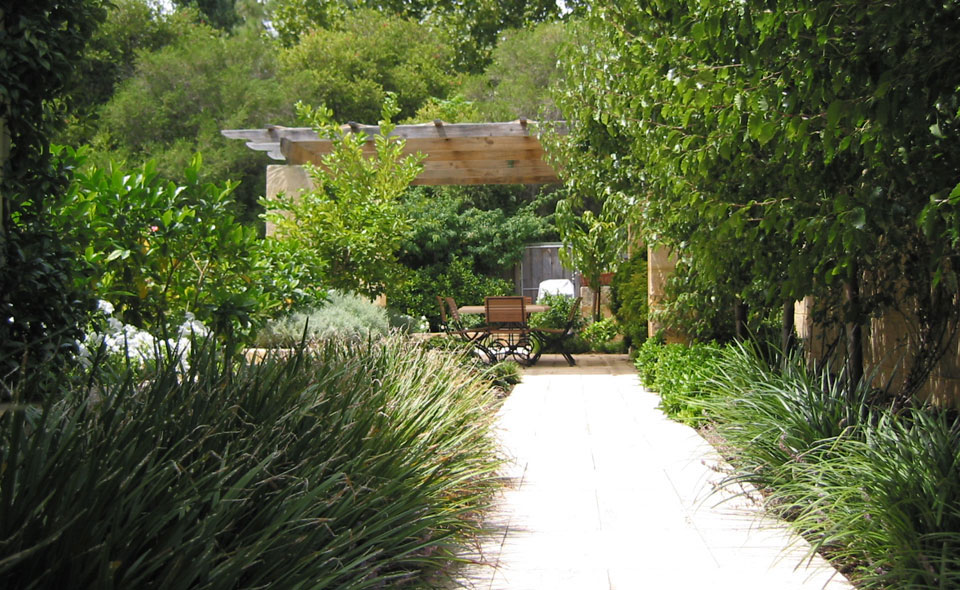 Perth landscaping services landscape design architects wa for Courtyard garden designs australia