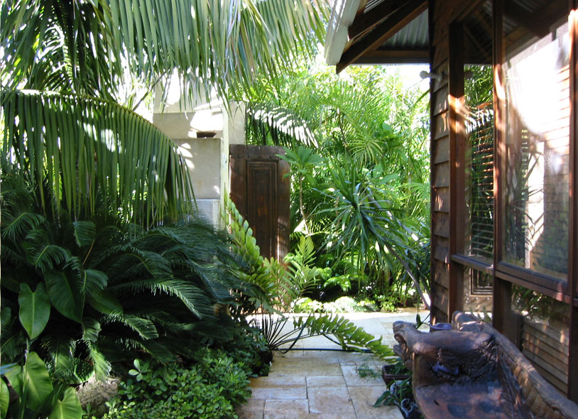Ibis landscaping bali for Courtyard landscaping australia